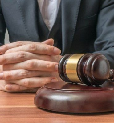 Essential Aspects Of Hiring A Divorce Lawyer - Cominos Family Lawyer